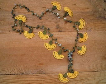 crochet flower necklace, yellow carnation