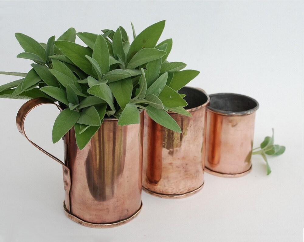 anciennes mesures en cuivre cache pot ou vase en cuivre. Black Bedroom Furniture Sets. Home Design Ideas