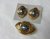 Avon Caviar Collection Enhancer and pierced earrings gold tones  Mint condition 1988