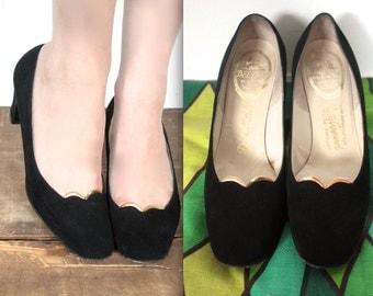 Vintage 1950s Heels // 50s Black Velvet Kitten Heels with Gold Trim // Old Hollywood Glamour // DIVINE