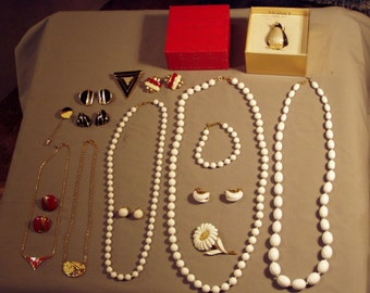 Vintage Lot Monet Signed 5 Necklaces Bracelet Daisy Pin Rhinestone Art Deco Pin Earrings Penquin Box 8099