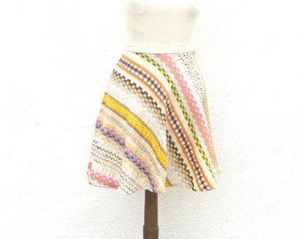 70s Embroidered Mini Skirt High Waisted Fit n Flair Size XS