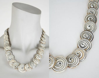 SALE Vintage 70s Necklace / 1970s Bone Bead Swirl Disc Necklace
