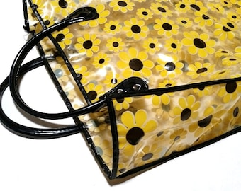 Mod Daisy plastic tote bag from the 1970s to upcycle