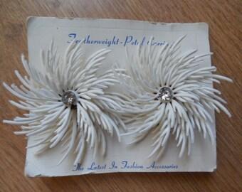 1960's Soft Plastic White Flower Power Clip On Earrings New Old Stock    MBU28