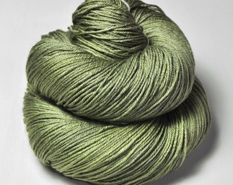 Rotten pistachio cream macaron - Merino/Silk Fingering Yarn Superwash