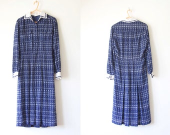 1960s Japanese collared pleated dress size S with amazing Chinese Characor pattern