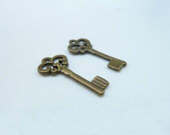 30pcs 9x21mm Antique Bronze Mini Filigree Key Charm Pendant c540