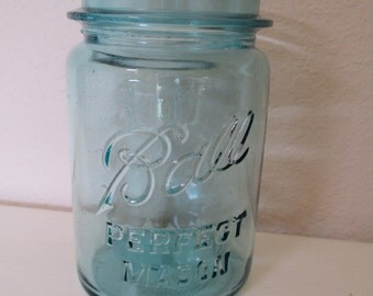 Vintage Ball Perfect Mason Pint Jar - 1910-1923