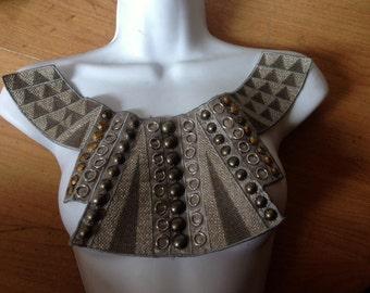 1 Applique Grey Brown Unique Design Buttons Rings Collar Neckline a4