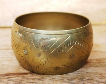 Vintage Wide Etched Indian Brass Bangle c.1960s