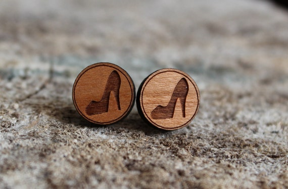 mignonnes puces en bois talons hauts cute studs earrings. Black Bedroom Furniture Sets. Home Design Ideas