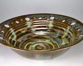 Large brown bowl, serving bowl, great for mashed potatoes, beautiful and functional