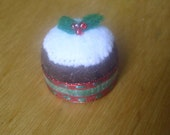 Tiny Felt Christmas Cake Pin Cushion - Bottle Cap - Miniature - Recycled - Christmas Pudding - Sewing - Brown - White - Holly
