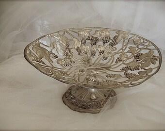 Vintage silverplate pedestal basket, silver plate basket, silver plate fruit basket