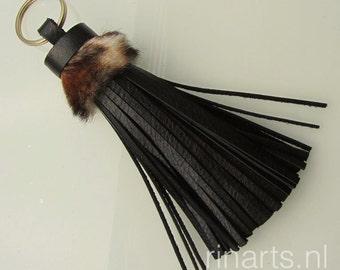 Tassel keychain / tassel keyring / tassel bag charm in black Italian cow leather and genuine fur top with leopard print