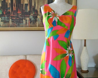 Malihini Long Hawaiian Dress Barkcloth Tropical Print Huge Flowers Bright Dress Bombshell Sleeveless Dress