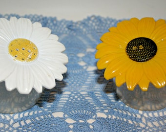 Jay Don Sunflower Salt and Pepper Shakers, Plastic, Large