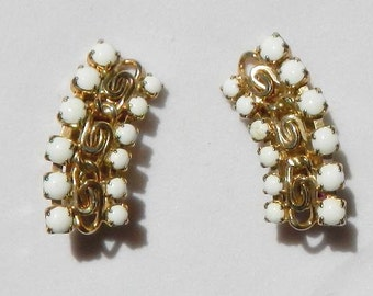 Vintage Fashion Clip On Earrings With Curved Design Ivory White and Gold