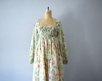 1970s maxi dress . 70s floral print boho dress