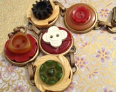Antique Bakelite button b...