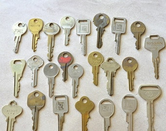 Vintage Keys for Jewelry Making and Altered Art Projects, Lot of 24
