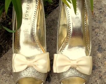 Bridal Shoe Clips, MANY COLORS, triple satin bows, shoe clips, satin shoe clips, wedding shoe clips, decorative, bridal accessories