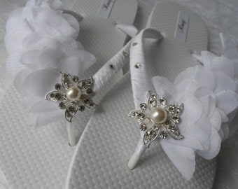 WHITE Bridal Flip Flops / Beach Wedding Flip Flops / Rhinestone Flip Flops / Chiffon  Leaf Flip Flops./ Bridesmaids.
