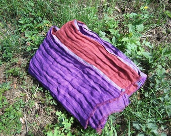 Two sided light pre-washed and softening linen blanket. Duplex purple/rusty brown linen bedspread. Beach blanket. Throw blanket.