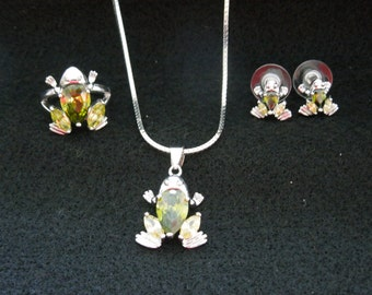 Vintage Frog Jewelry Set.  Ring, Necklace and Post Earrings, Silver Toned with Green Rhinestones.  Excellent Condition