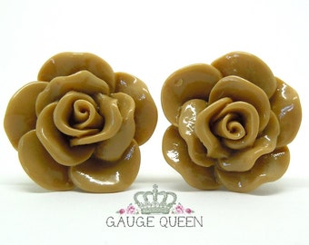 """Chocolate Brown Rose Plugs / Gauges. 4g / 5mm, 2g / 6.5mm, 0g / 8mm, 00g / 10mm, 1/2"""" / 12mm, 9/16"""" / 14mm by Gauge Queen on Etsy"""
