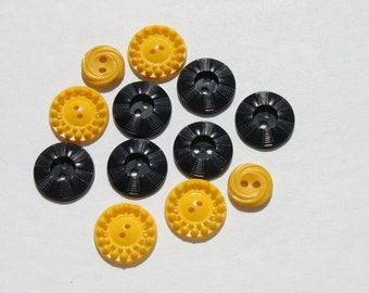 Plastic Pierced Vintage Buttons, Yellow Black Flower Bumble Bee, A lot of 12, Craft Jewelry Sewing Old Buttons