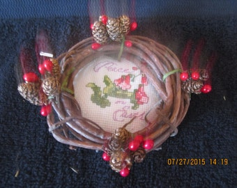 Peace on Earth Grapevine Wreath Christmas Ornement