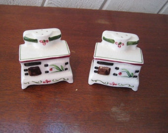 Vintage salt and pepper shakers, old fashioned vintage oven ,stove salt pepper. retro kitchen, 50s 60s salt and pepper shakers