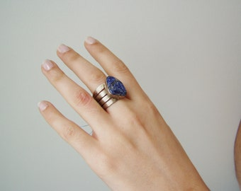 Lapis lazzuli ring, vintage sterling ring, modern, avant garde ring, multi band silver ring with trapexoid lapis lazzuli gem, mid nineties