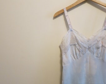 Cloud dress slip vintage lace ruffle blue white sky print 1950s Luxite 36 M