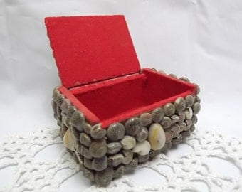 Vintage Sea Shell Trinket Box for that Really Special Something!