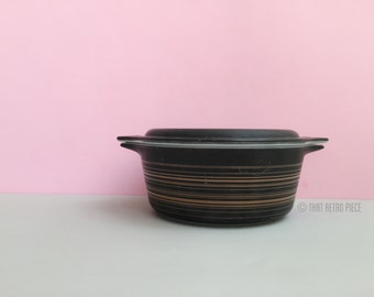 Pyrex 'Terra' #472 casserole dish with lid (c. 1964-65)