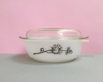 Agee/Crown Pyrex 'Black Rose' CR300 round casserole (c. 1961-67)