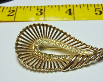 Vintage Gold Tone Unsigned Brooch With Rhinestones