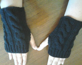 Wrist warmers in black