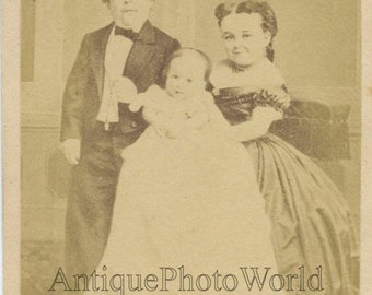 Tom Thumb with wife and child antique circus midget CDV photo