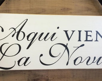 Aqui Viene la Novia (Here comes the Bride in Spanish) - Rustic Ring Bearer Wedding Sign, Flower Girl Sign, Wedding Sign, Spanish Wedding