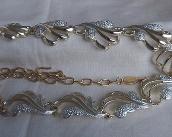 Sarah Coventry Frosted Feathers Necklace 8832  Vintage, Golden, Silver