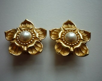 Vintage Christian Dior Gold Tone Pearl Floral Clip On Earrings