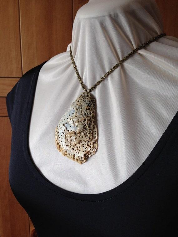 Pendiente de la concha especial / Natural shell pendant