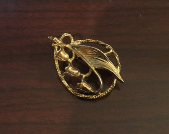 30% DISCOUNT SALE Vintage Goldtone Flower Pin (#1)