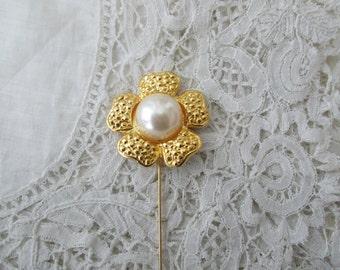 Pearl hatpin