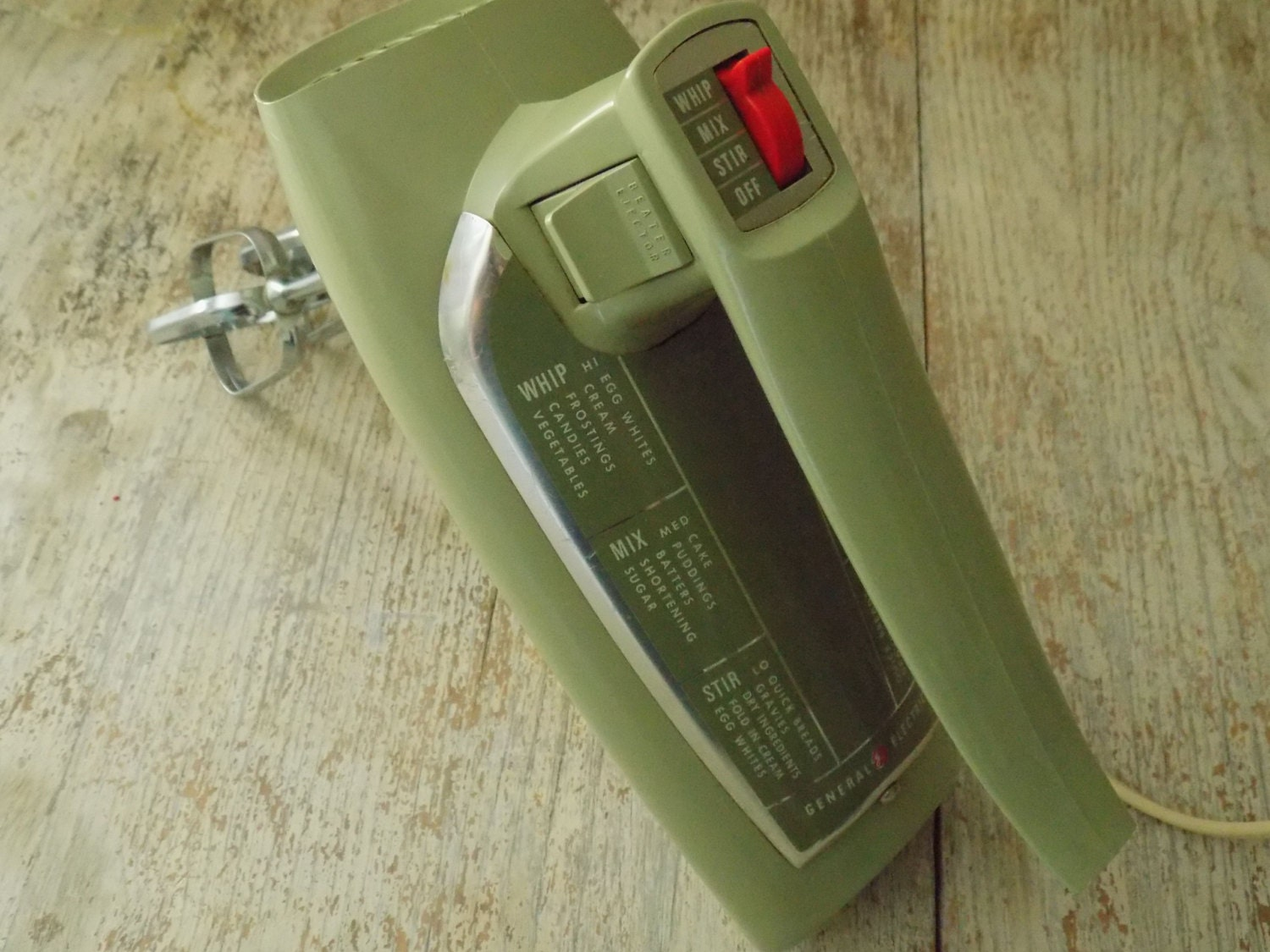 Vintage general electric green hand mixer d4m47 avacado for General electric mixer vintage