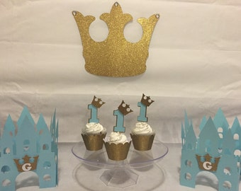 1 large glittery crown with rhinestones